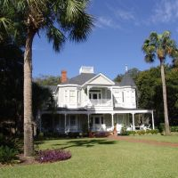 Queen-Anne Victorian, built in 1892, historic Apalachicola Florida (11-27-2011), Апалачикола