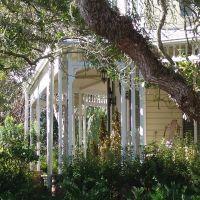 wrap-around porch detail, historic Apalachicola Florida (11-27-2011), Апалачикола