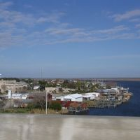 view of the historic town of Apalachicola from atop the Gorrie bridge, at the mouth of Apalachicola River (11-27-2011), Апалачикола