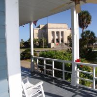 courthouse view, historic Apalachicola Florida (11-26-2011), Апалачикола