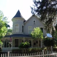 1873 Bauknight house, a true Queen-Anne, Archer Fla (4-30-2011), Арчер