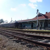 freight train heading eastbound, at 1907 L&N Milton freight depot, now part of West Florida Railroad Museum (12-31-2011), Багдад