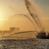 Dade County Fire Rescues Fireboat at Halouver Park, Бал-Харбор