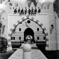 Entrance, Opa-Locka City Hall, 777 Sharazad av, Opa-Locka, FL (1986), Банч-Парк