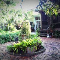 Courtyard, Брандон