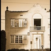 A vintage building in Hollywood, Florida, Голливуд