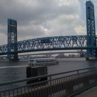 "St. Johns River Ferry Service passing under the John T. Alsop Jr. ""Main Street"" Bridge, Джексонвилл"