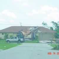 HURRICANE CHARLEY - ROOF DAMAGE, Кейп-Корал