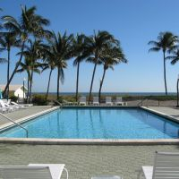 Pool at Silver Sands, Key Biscayne, Ки-Бискейн
