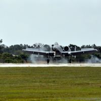 A-10 Warthog touching down at Florida International Airshow at Charlotte County Airport, Кливленд
