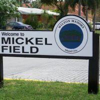 Mickel Field, Лейзи-Лейк