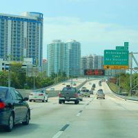 Freeway I-95 se jetant sur BBC..., Майами