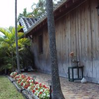 Landscaping with Flowers & Wood Cabin, Майами-Спрингс