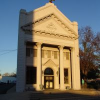 early moring sun reflecting on historic 1902 bank, Marianna Fla (1-3-2012), Марианна