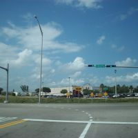 Intersection Okeechobee Frontage Road and 95th Street, Hialeah Gardens., Медли
