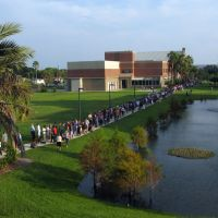 The line to see President Obama, Fla Inst of Tech campus, Мельбурн