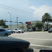 Farmacia en 125 Street y Dixie Hwy, Норт-Майами