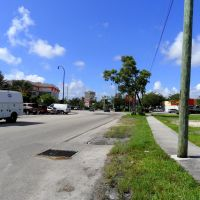 Droit devant, confluence NE 16th Ave x US1, Норт-Майами