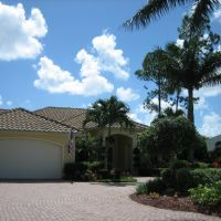 Imperial Golf Course Homes @ www.BuyUpNaples.com, Палм-Ривер
