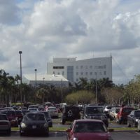 Pembroke Pines City Hall Building seen from Bealls Outlet Shopping Plaza, Пемброк-Пайнс