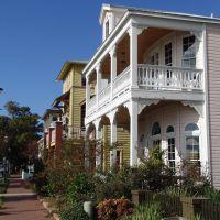 new porch victorian houses facing Pensacola Bay, Seville Quarter (12-30-2011), Пенсакола