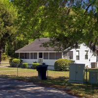 "2009 Along Florida US 98 ""Modest home"", Перри"