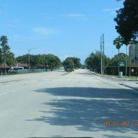 as vezes e assim, muito asfalto para pouco carro...., Помпано-Бич