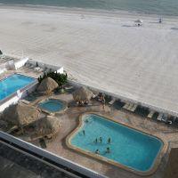 Pools, groomed sand and Gulf of Mexico, Редингтон-Бич
