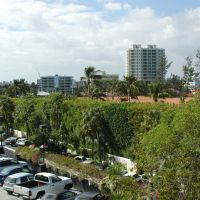 Bal Harbor Shops: view from top of parking lot, Сарфсайд