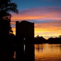 TowerSunsetOverLake, Саут-Майами
