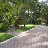 WELL MAINTAINED GARDENS.UNIVERSITY OF MIAMI IN CORAL GABLES CITY, Саут-Майами