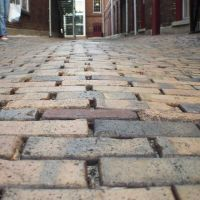brick alley to courtyard, Ybor Square (10-2009), Тампа