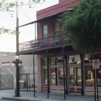 rare example of original Tampa style iron gallery building, built as a saloon in 1906 (10-2009), Тампа