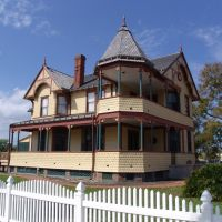 2011 photo of Captain James Pritchard house, built in 1891 (SEE 1890s PHOTO OF THIS SAME HOUSE) Titusville Fla (2-2011), Титусвилл