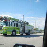 Camion de bomberos se dirige al area del accidente, Эль-Портал