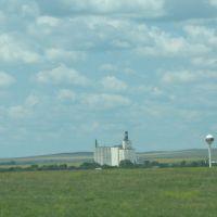 Grain elevator and water tower, Ватертаун