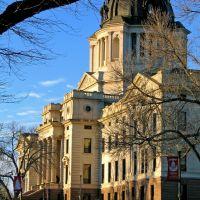 South Dakota State Capitol, Пирр