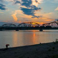 Railroad Bridge crossing Missouri, Пирр