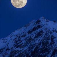 full moon rising over twin peaks, Мидвейл