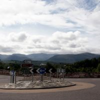 Roundabout and the Cairngorm Mountains in Aviemore, Авимор