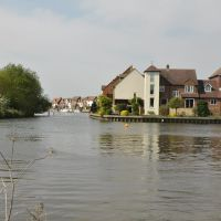 Thames River Walk (2011-05) - View to Abingdon Marina, Абингдон