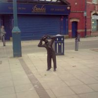 NEW BRONZE STATUE, MARKET AVE, ASHTON UNDER LYNE, LANCASHIRE, ENGLAND, UK, Аштон-андер-Лин