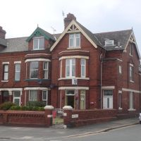 Maindee Guest House (75 Abbey Road, Barrow-in-Furness, Cumbria, United Kingdom LA 14 5 ES. 英格蘭福爾聶斯的巴洛阿比路75號。, Барроу-ин-Фарнесс
