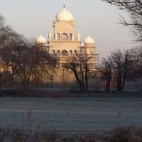 The Guru Nanak Gurdwara Building is in Queens Park viewed from Kempston riverside, Бедфорд
