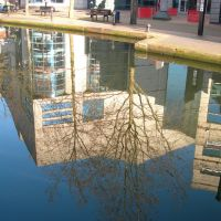 Reflections In The Canal. Birmingham, Бирмингем