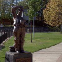 Statue of Stan Laurel, Бишоп-Окленд