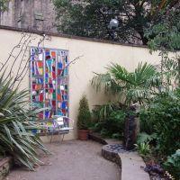 Rhubarb cafe courtyard., Блэкберн