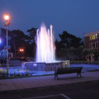 Fountain in front of Pavilion at night, Bournemouth, Dorset, UK March 2007, Боримут