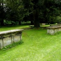 Graveyard - Holy Trinity Church - Bradford on Avon - 06/12, Брадфорд