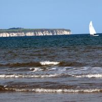 Yacht off Flamborough Head from South Beach, Бридлингтон